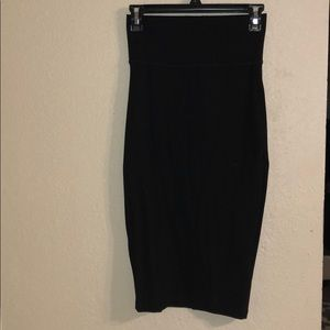 Dresses & Skirts - Bend body fitting black skirt / size XS